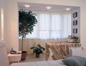 С балконом или с комнатой? Установка решеток
