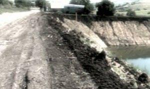 Кэинары опасаются озера, который расположился под главной дорогой.